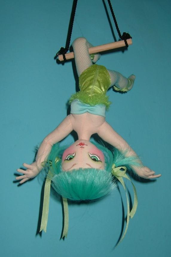 trapeze_green_2.jpg